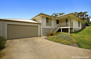8 Themeda Place (Enter off Leigh Close), Lilydale VIC 3140