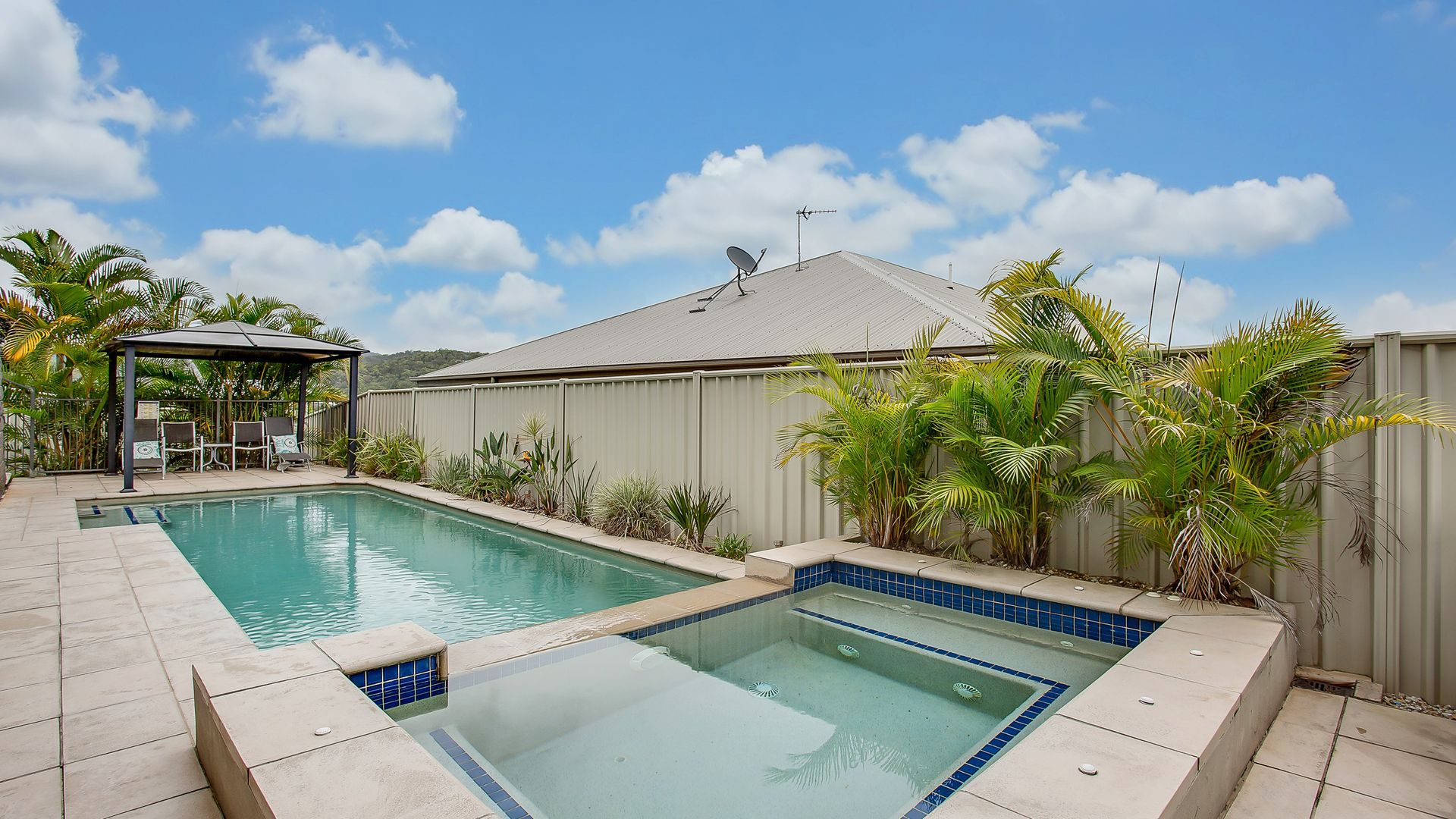 35 Emerson Drive, Bonogin QLD 4213, Image 2