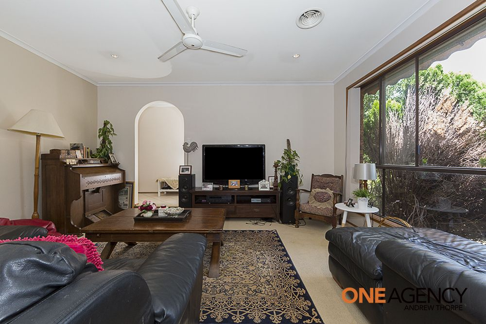 9 Rabnor Place, Isabella Plains ACT 2905, Image 2