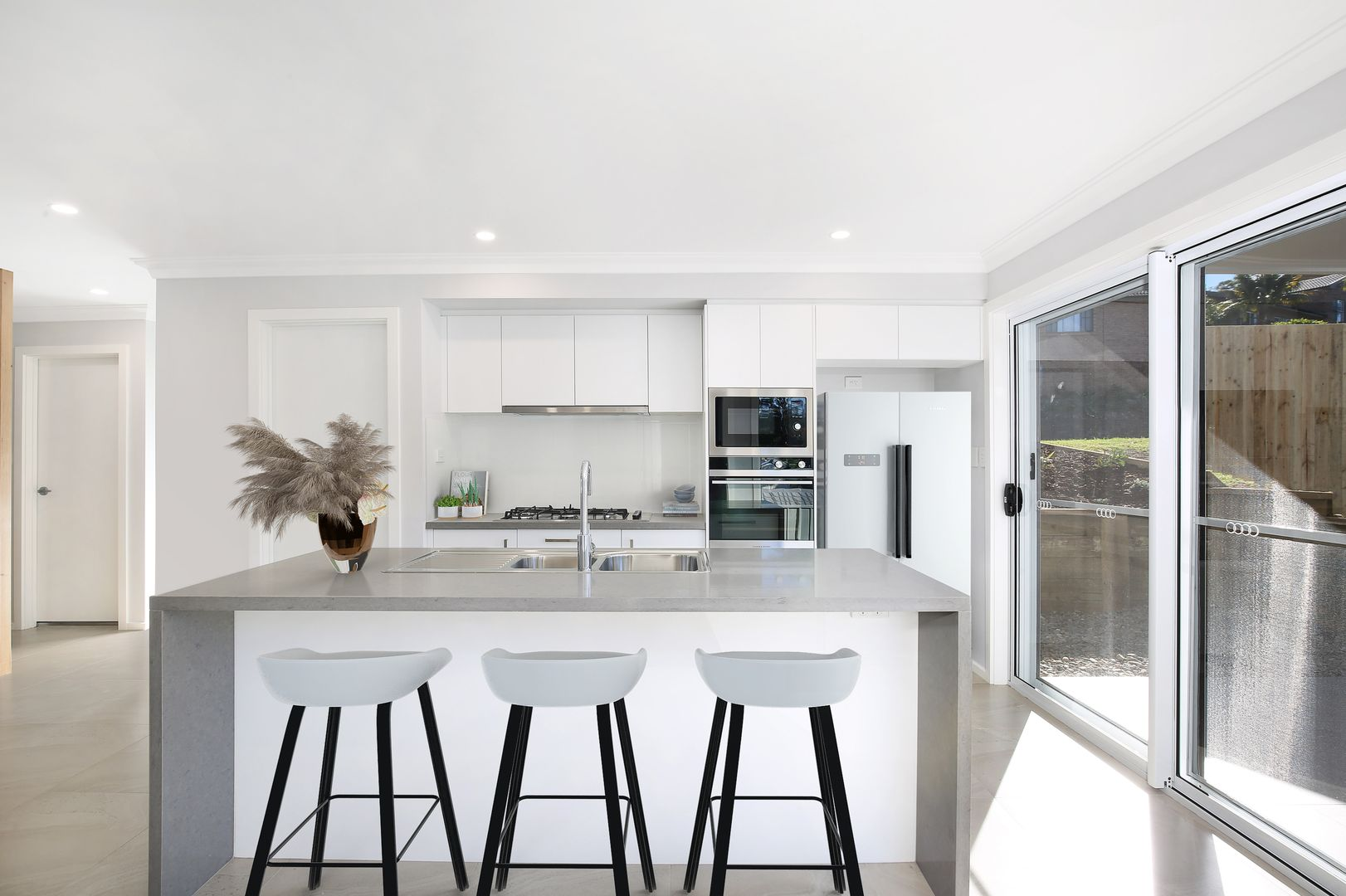 2 Lochview Avenue, Farmborough Heights NSW 2526, Image 2