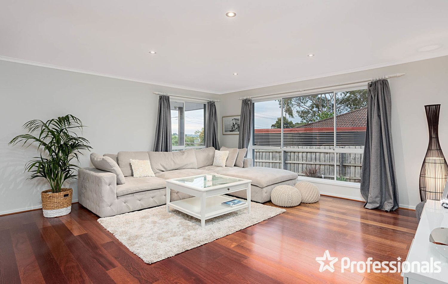 12 View Point Drive, Chirnside Park VIC 3116, Image 2