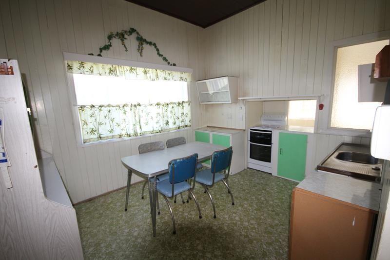 37 Rayleigh Street, Wallangarra QLD 4383, Image 2