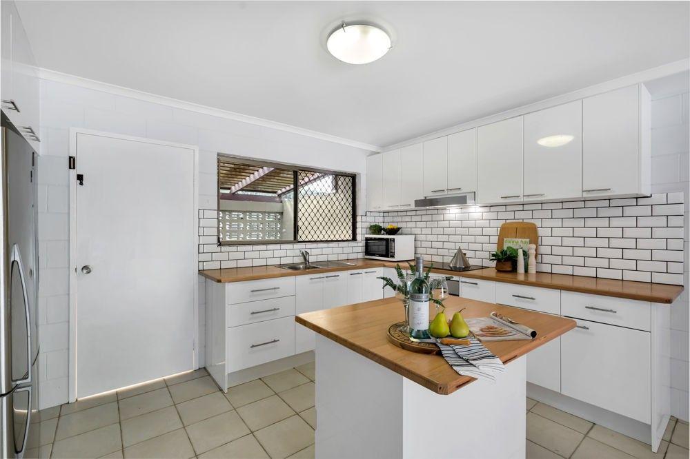 2/8 Crathern Close, Edge Hill QLD 4870, Image 0