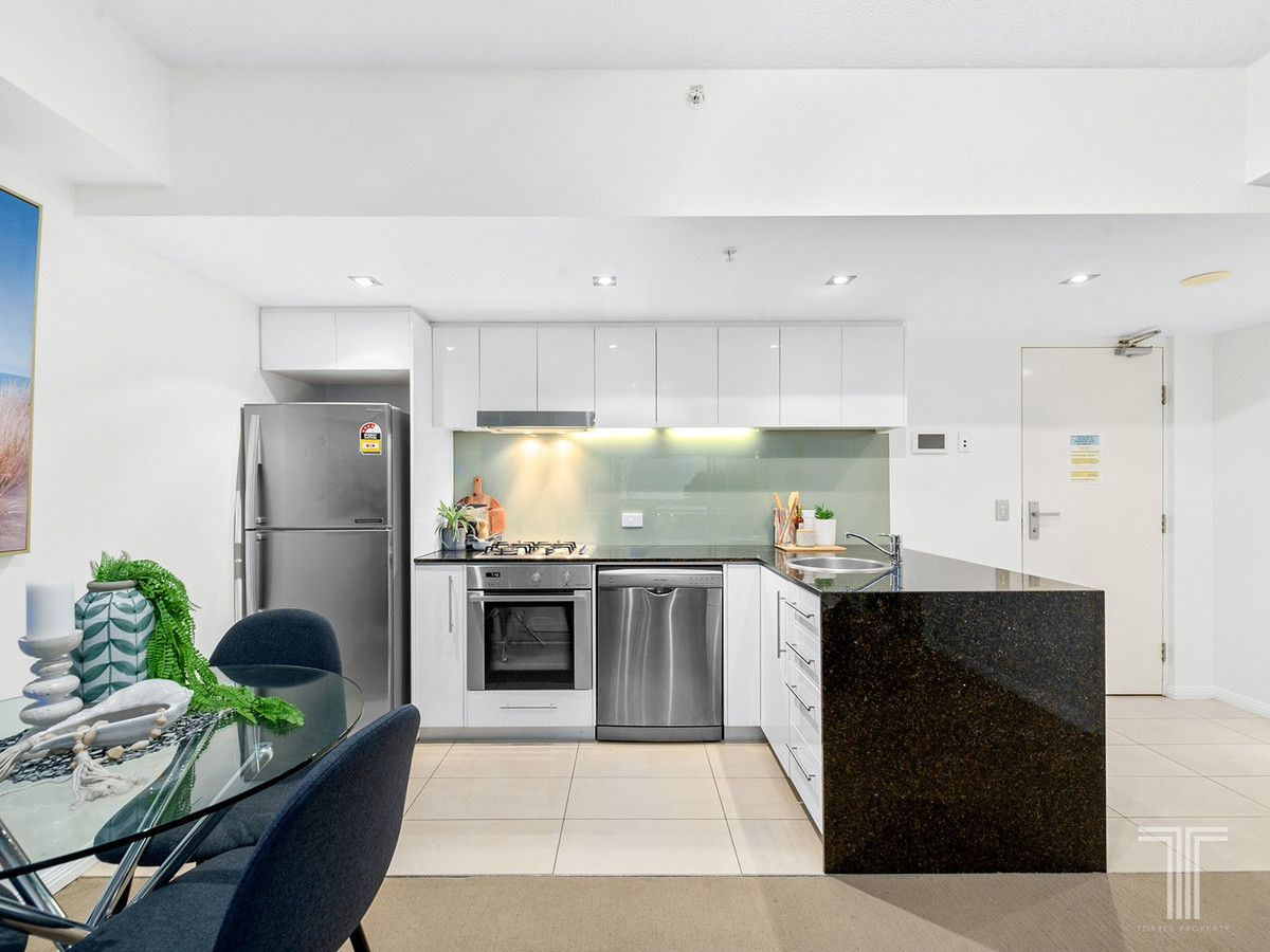 202/185 Redcliffe Parade, Redcliffe QLD 4020, Image 2
