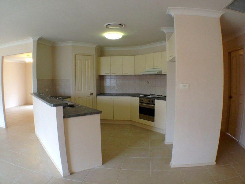 4 Yellowgum Avenue, Rouse Hill NSW 2155, Image 2