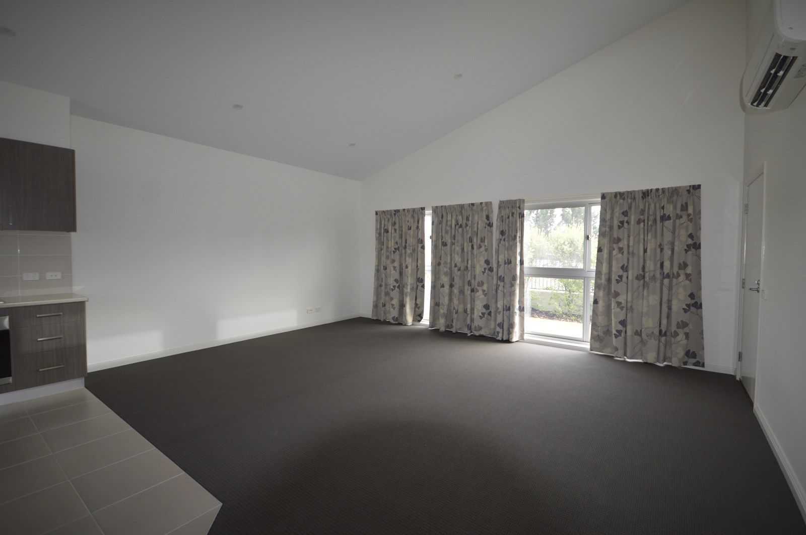 Large 2 Bdrm Unit/83 Marshalls Road, Traralgon VIC 3844, Image 1