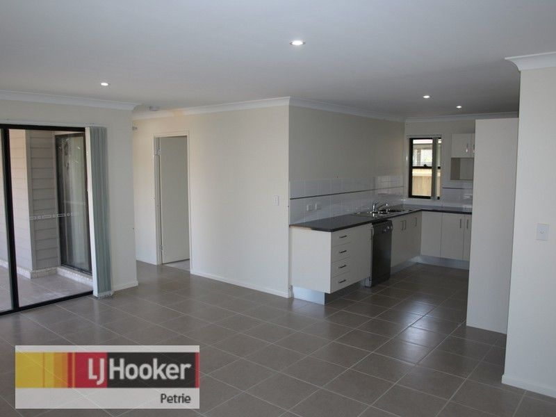 1/7 Arakoon Court, Rothwell QLD 4022, Image 2