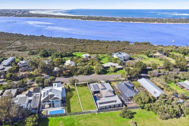 Picture of 1/31 Carr Street, BARWON HEADS VIC 3227