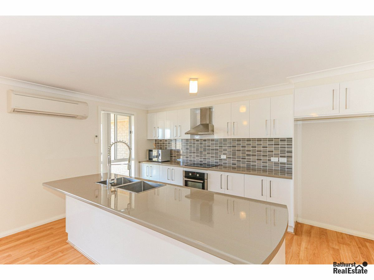 28 Mendel Drive, Kelso NSW 2795, Image 2
