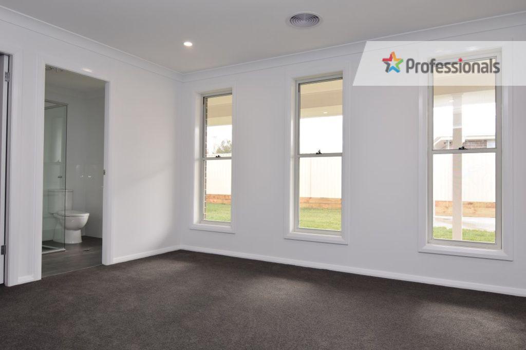 8A Maxwell Drive, Eglinton NSW 2795, Image 1