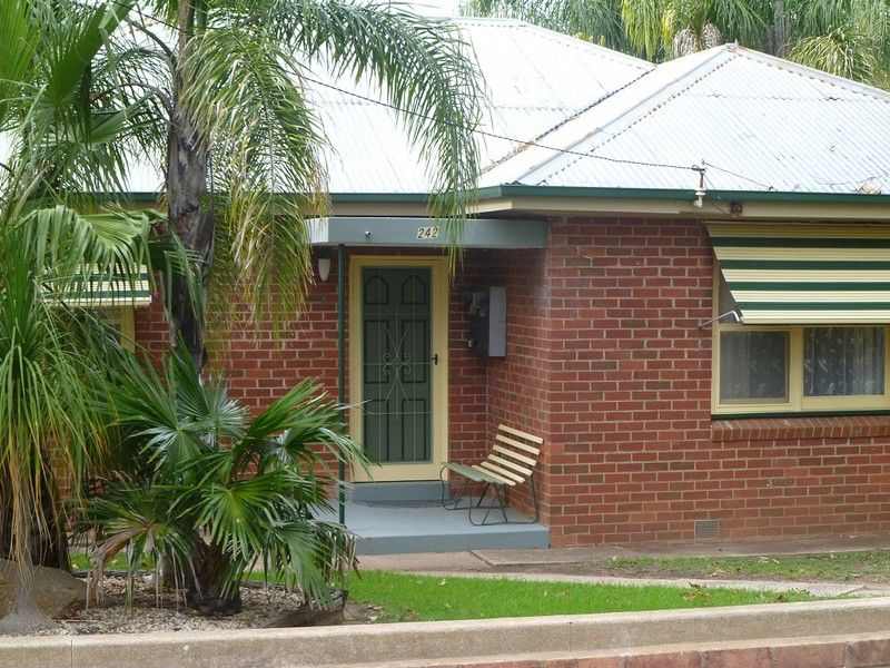 242 Honour Avenue, Corowa NSW 2646, Image 0