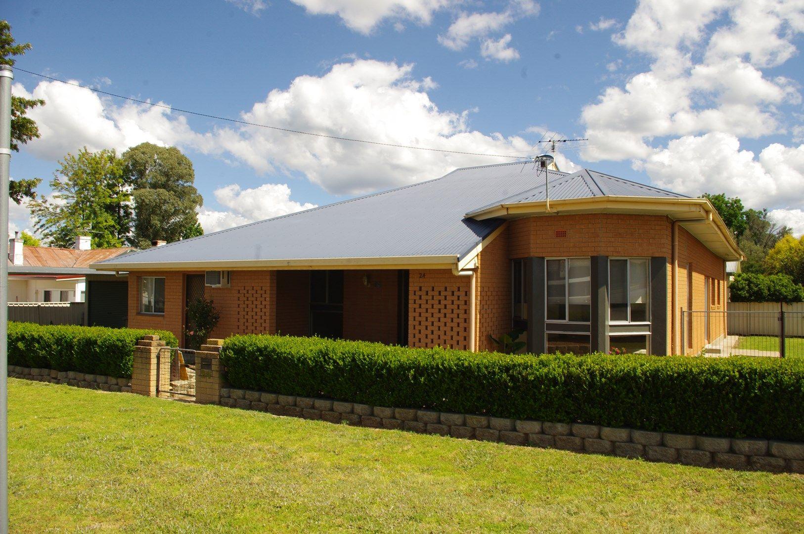 24 Andrew Street, Inverell NSW 2360, Image 2