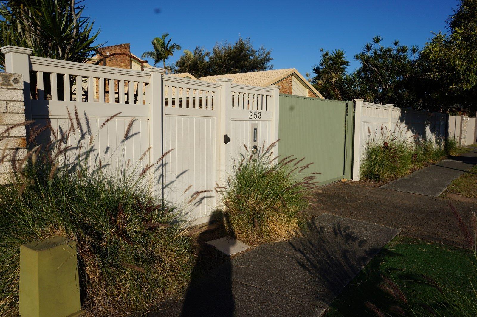 253 Nineteenth Avenue, Elanora QLD 4221, Image 2