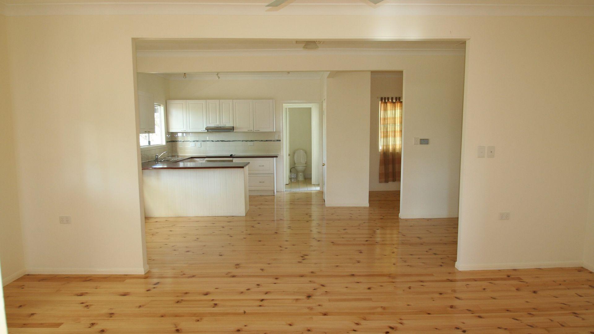 70 Baker Street, Emerald QLD 4720, Image 2