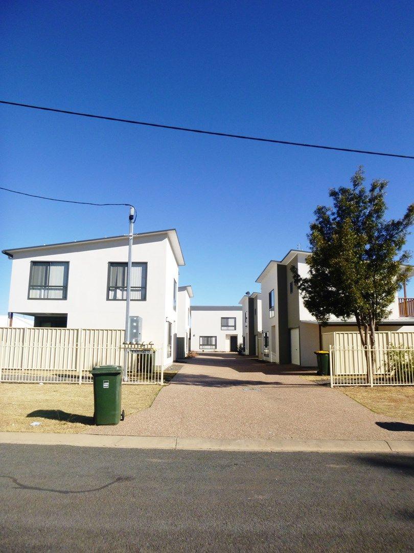 3/6 Holland Street, Chinchilla QLD 4413, Image 0