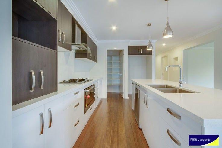 16 Albion Close, Armidale NSW 2350, Image 0