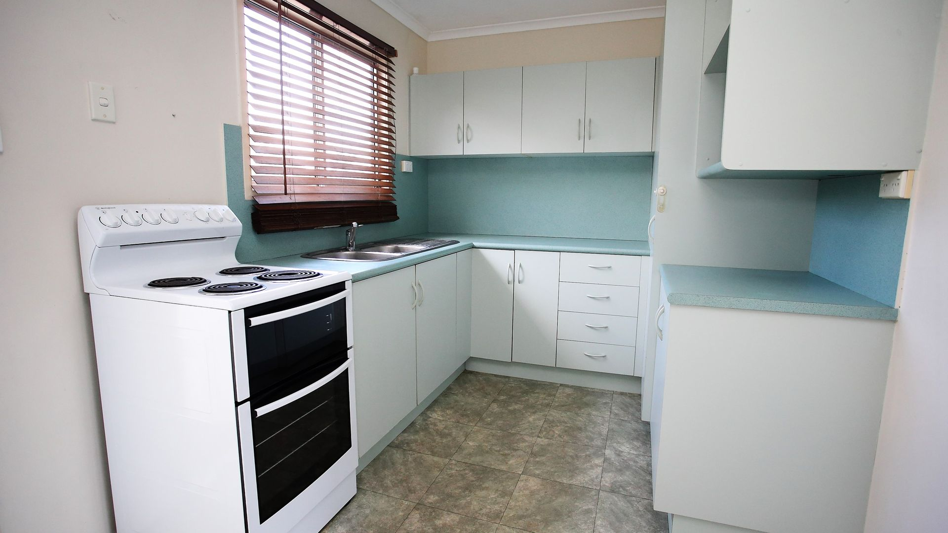 10 Hart Street, Kirwan QLD 4817, Image 2