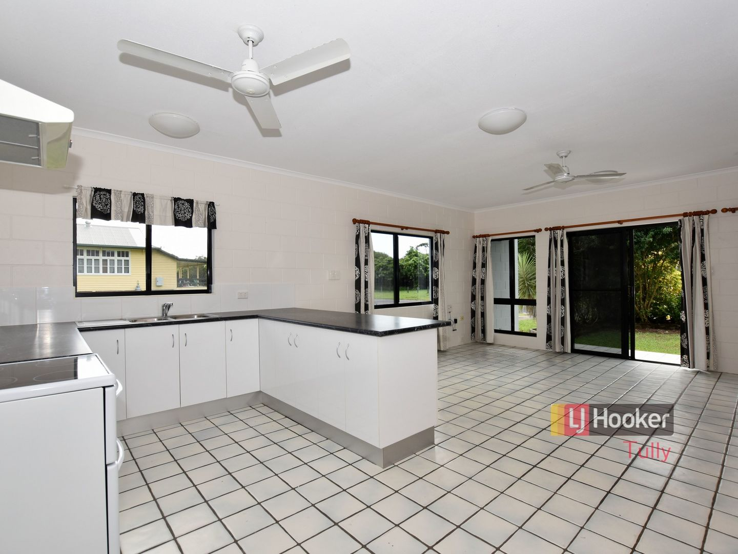 1/117 Taylor Street, Tully Heads QLD 4854, Image 1