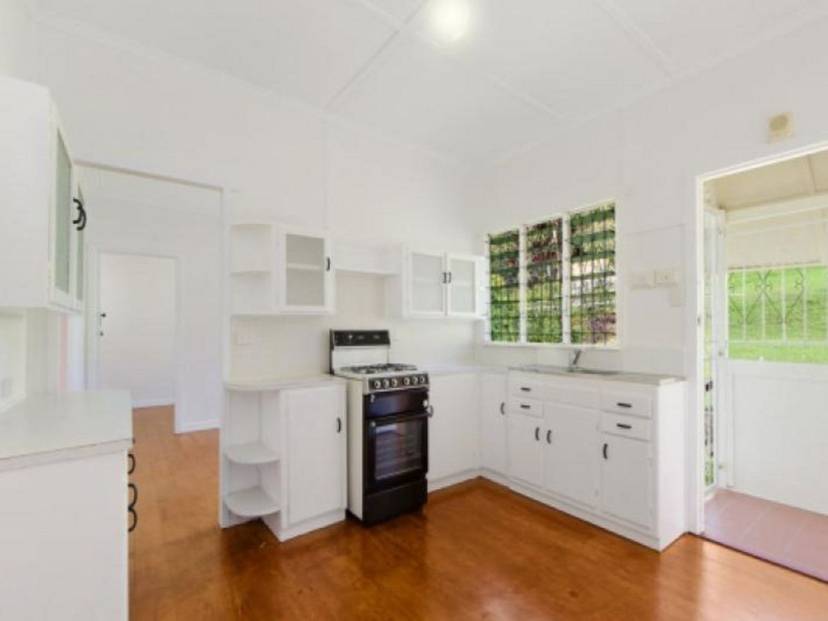 48 Warburton Street, Bardon QLD 4065, Image 2