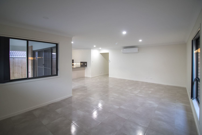 5 Maurie Pears Crescent, Pimpama QLD 4209, Image 1