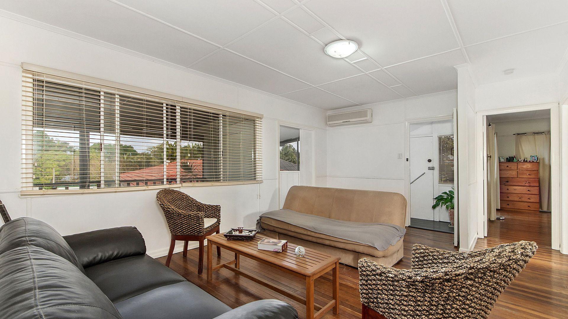 33 Brooke Avenue, Southport QLD 4215, Image 2