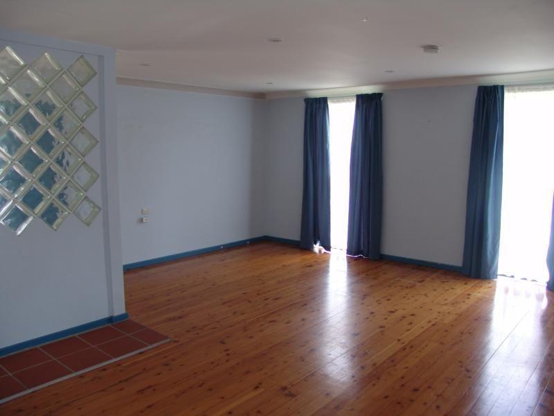 4 Finschhafen Street, Holsworthy NSW 2173, Image 1