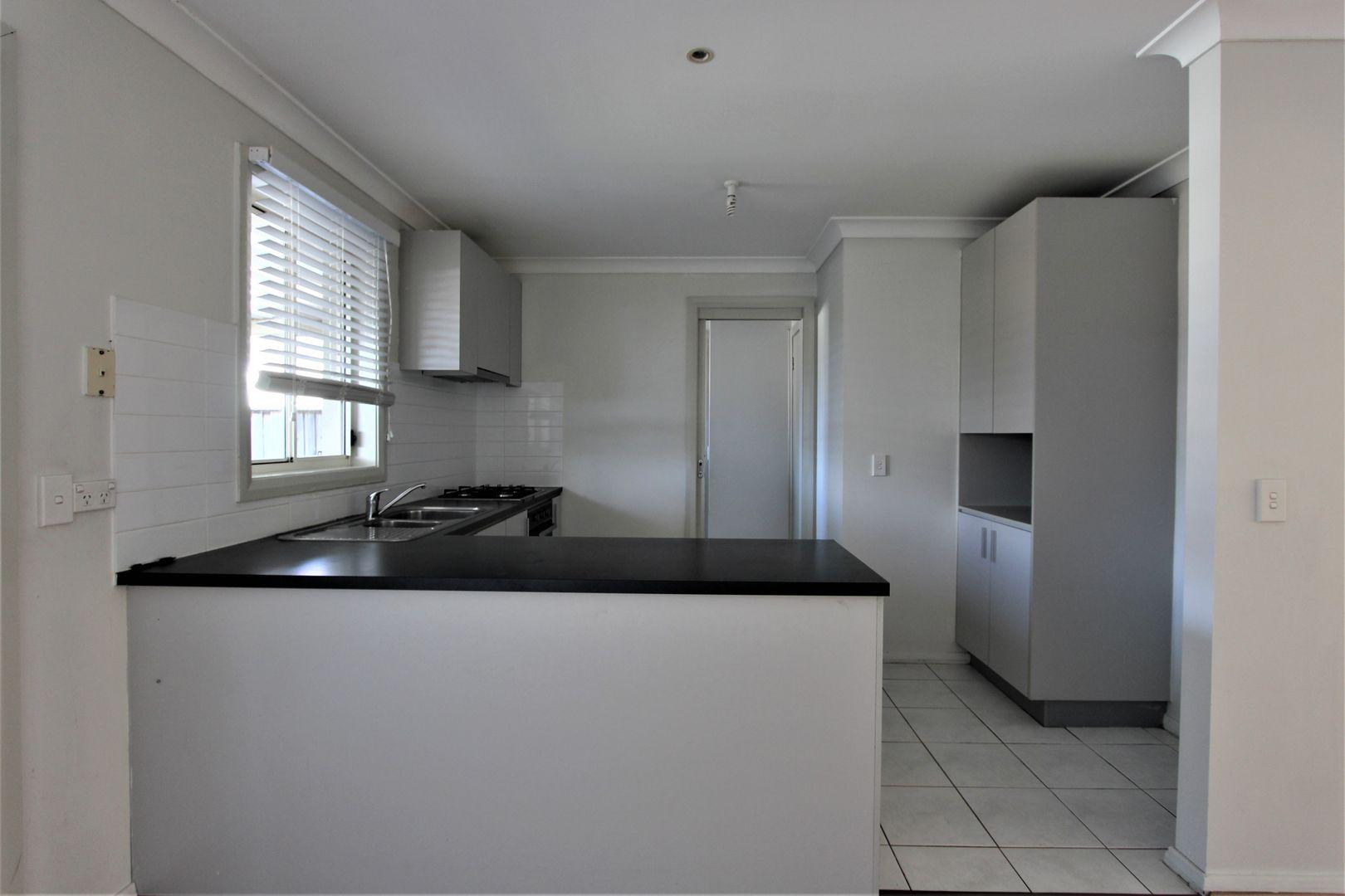 11 Northampton Drive, Glenfield NSW 2167, Image 2