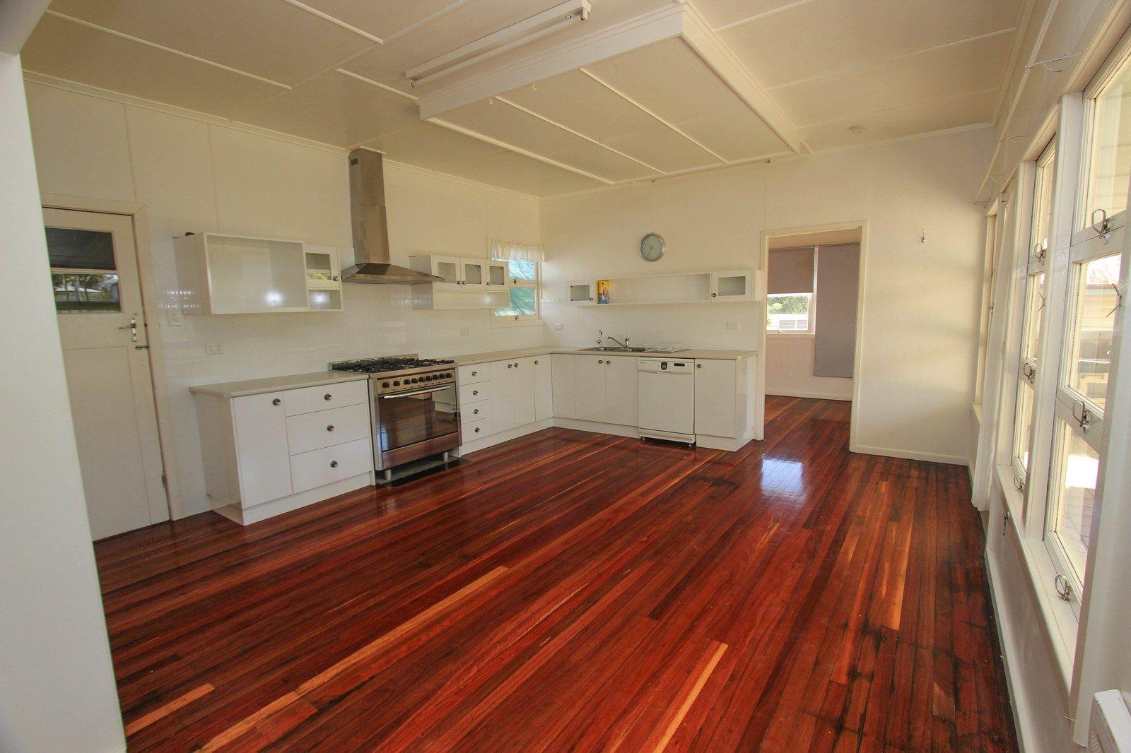 21 Park Road, Crows Nest QLD 4355, Image 2