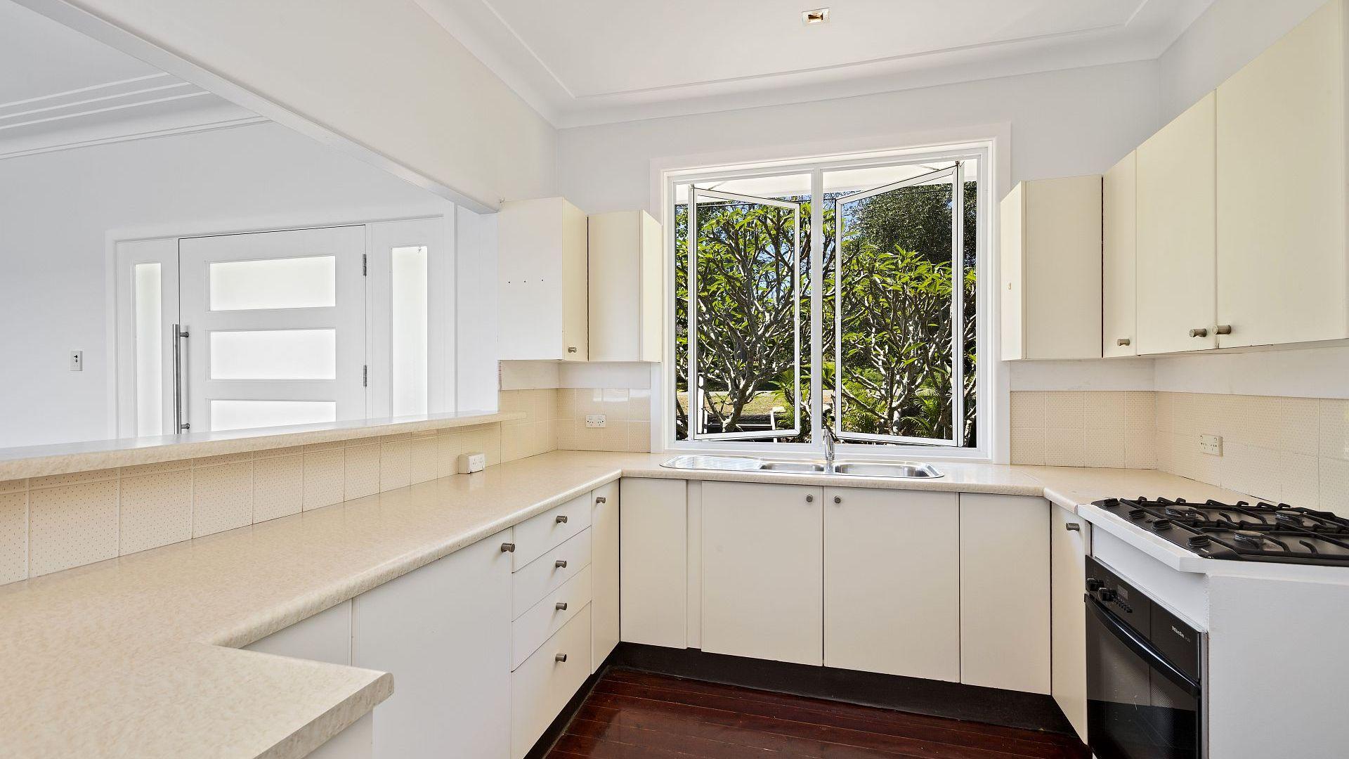 27 Riviera Avenue, Avalon Beach NSW 2107, Image 2