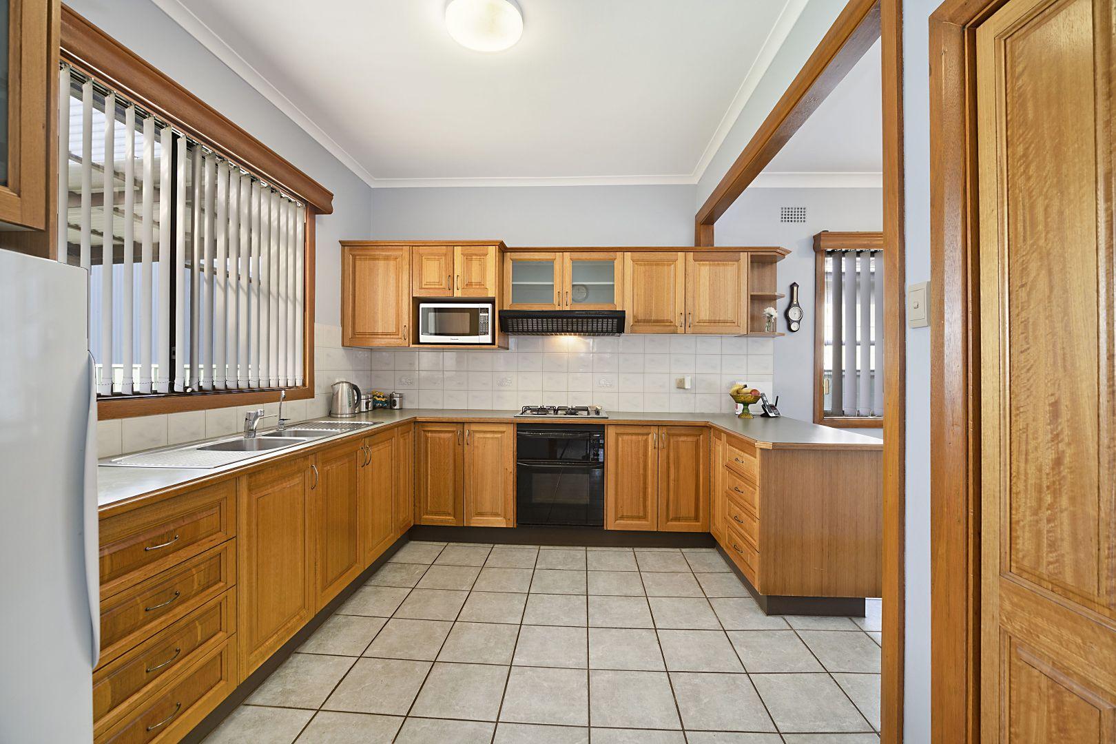 124 Lakeview Parade, Blacksmiths NSW 2281, Image 2