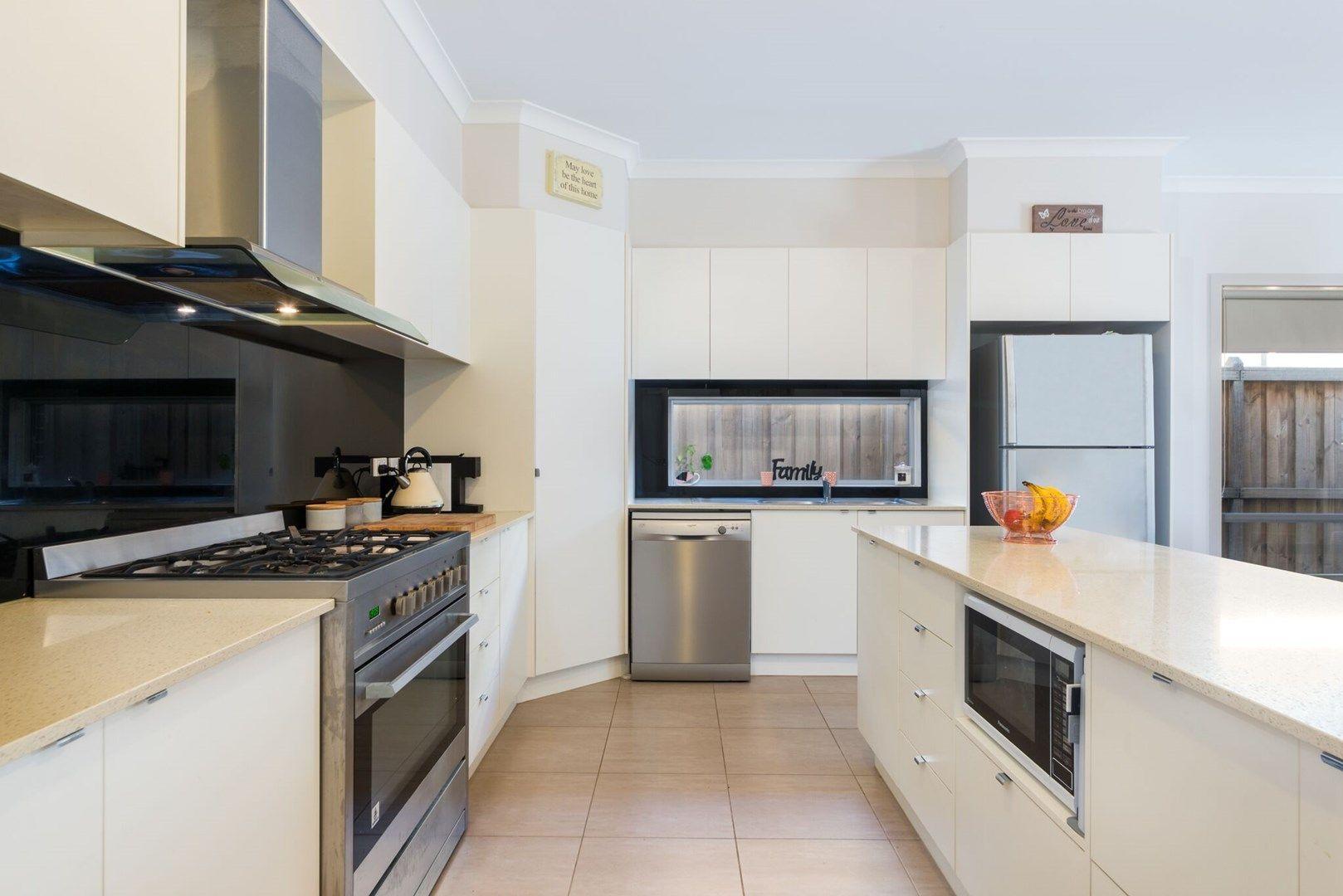 8 George Frederick  Road, Cranbourne West VIC 3977, Image 2