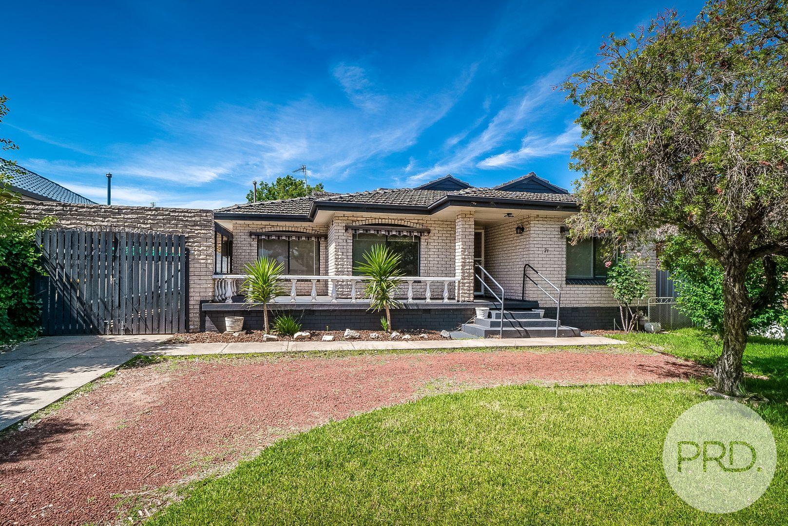 21 Cooinbil Crescent, Kooringal NSW 2650, Image 0