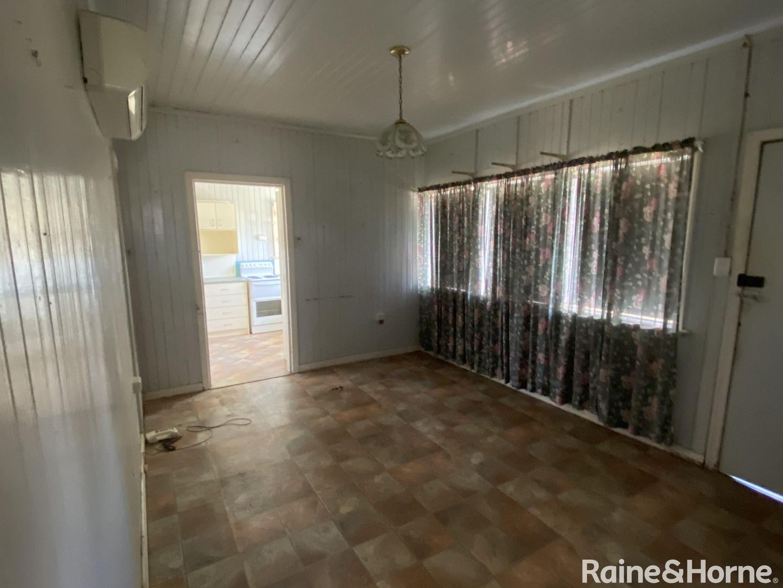 8 King Street, Surat QLD 4417, Image 2