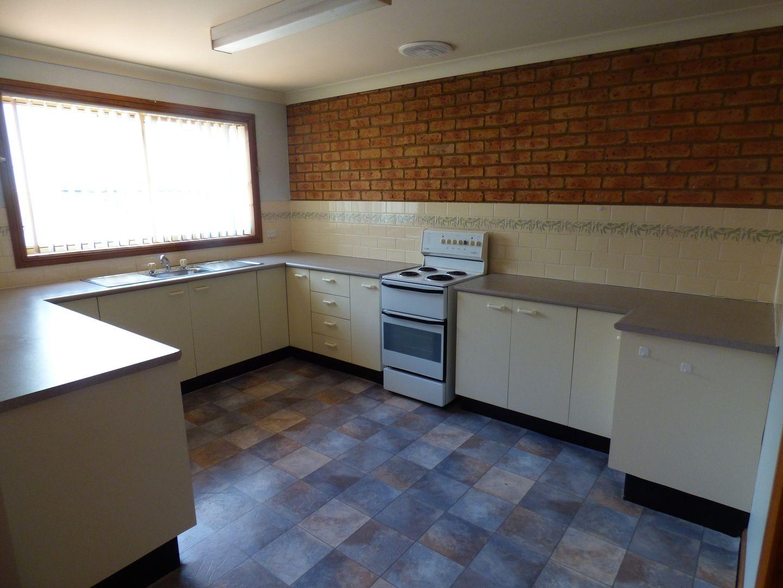 2/11 Cloete Street, Young NSW 2594, Image 2