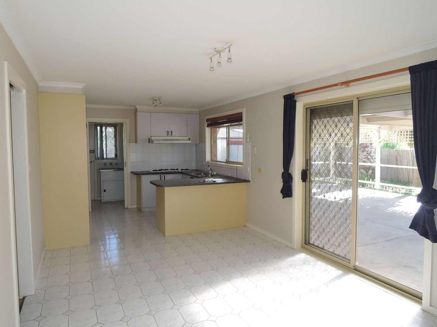 16 Larter Court, Hoppers Crossing VIC 3029, Image 2
