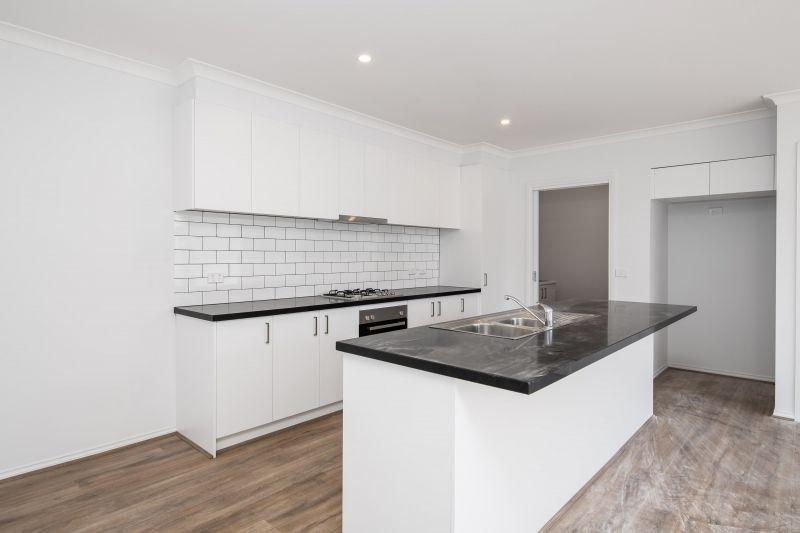 2/6 Tyrell Place, Berwick VIC 3806, Image 1