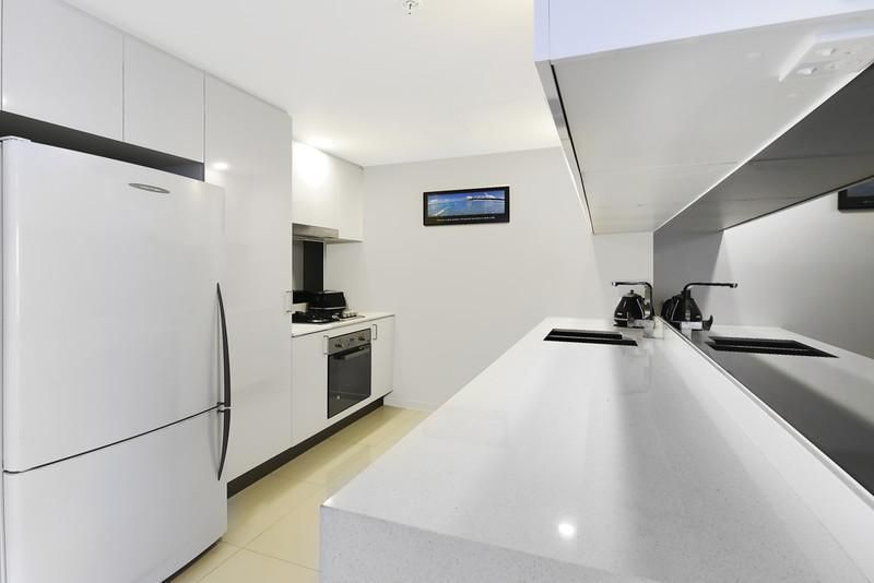 #2410/5 Harbourside Court, Biggera Waters QLD 4216, Image 2