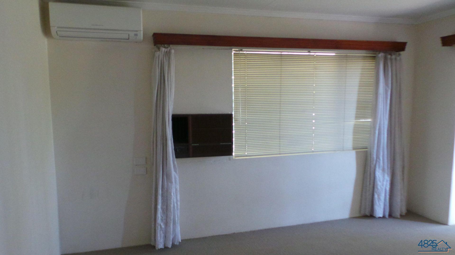 4 Banks Crescent, Mount Isa QLD 4825, Image 2