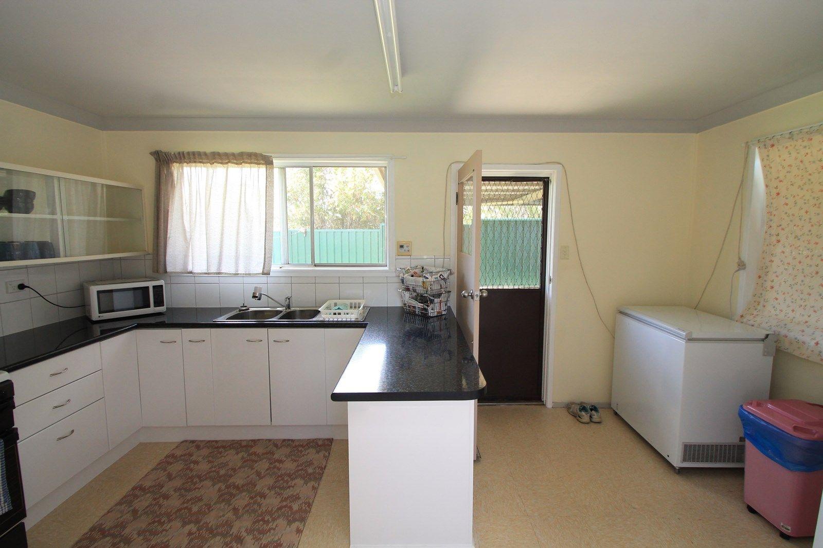 295-297 Wood St, Warwick QLD 4370, Image 2