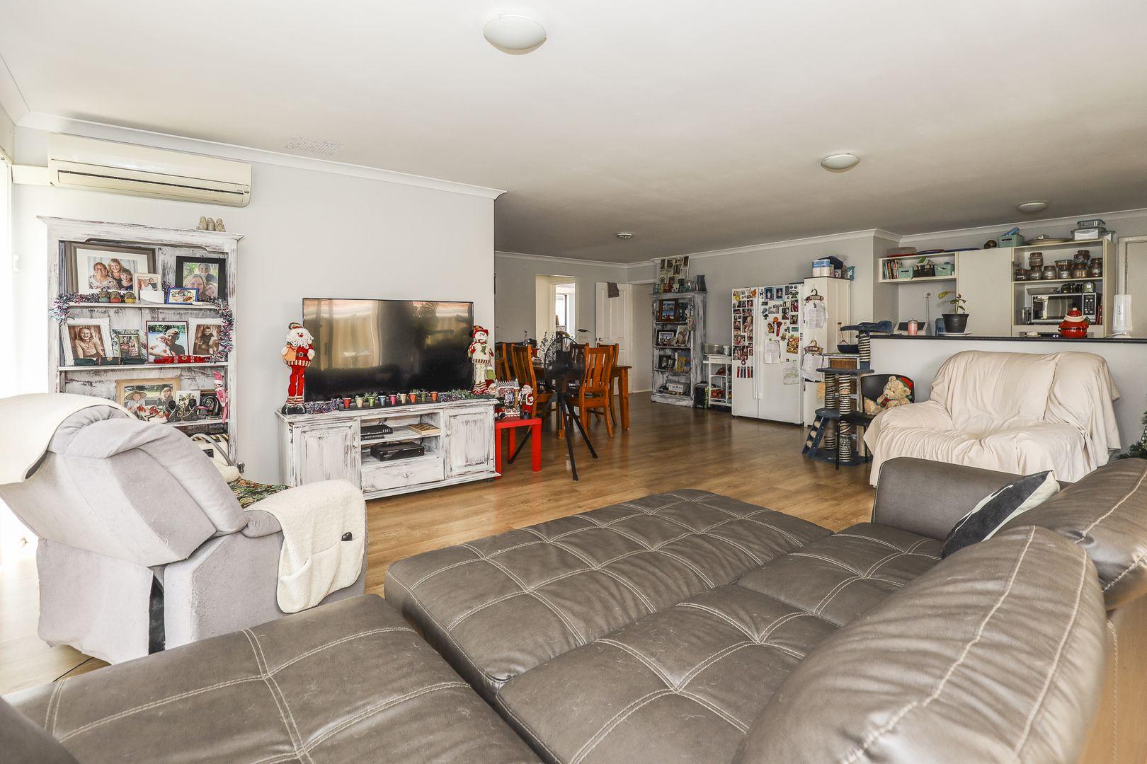 38 Vanderlin Crescent, Ridgewood WA 6030, Image 2