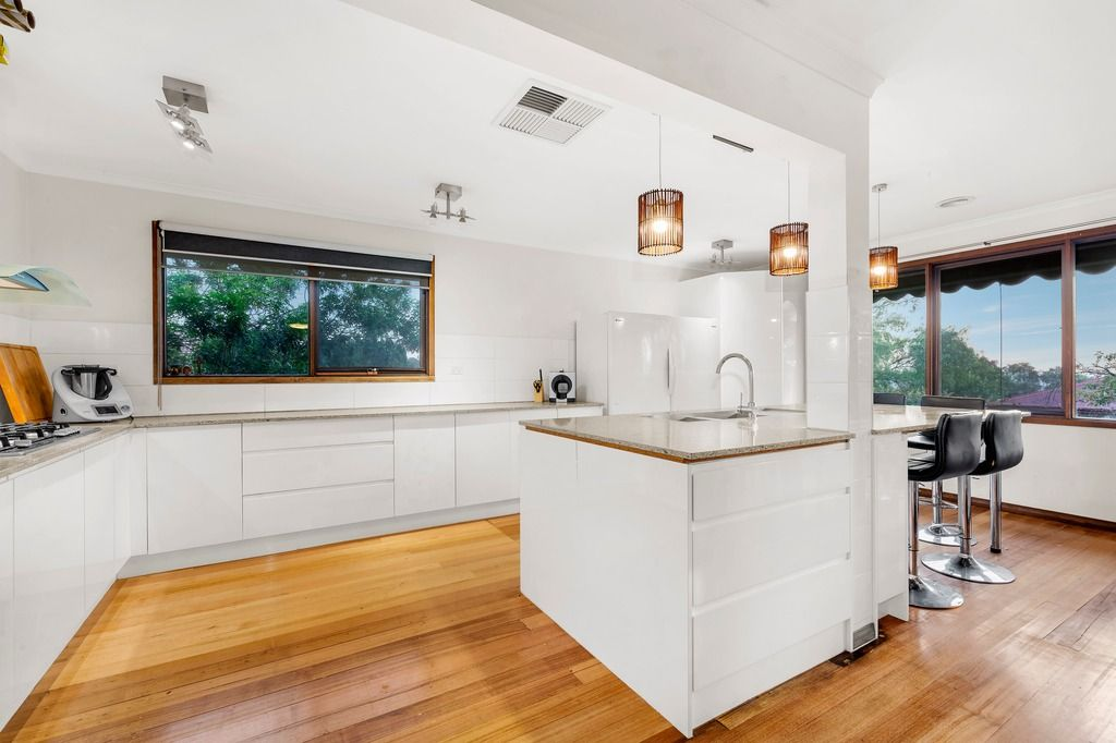 139 Mountain View Road, Briar Hill VIC 3088, Image 2