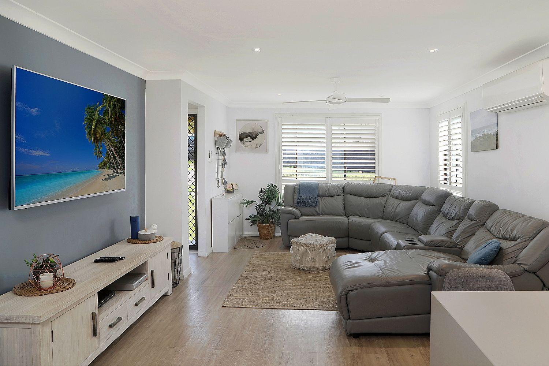 12 Bluebell Avenue, Berkeley Vale NSW 2261, Image 2