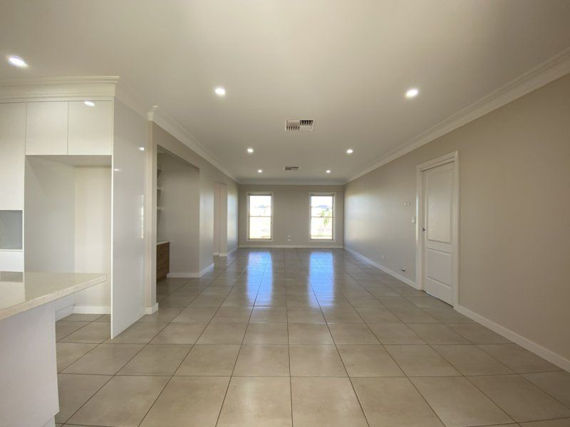 72 Champagne Dr, Dubbo NSW 2830, Image 2