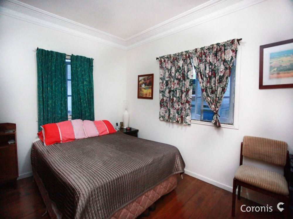 6 Fifth Avenue, Scarborough QLD 4020, Image 2