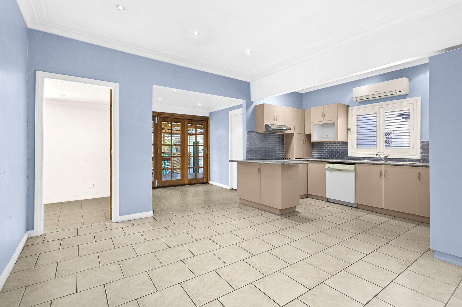 6 Graham Avenue, Gwynneville NSW 2500, Image 2