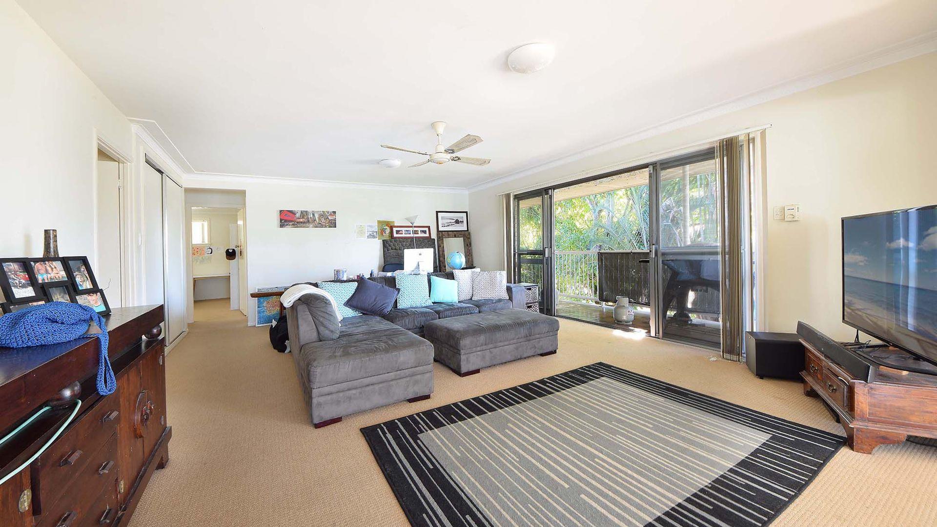1/11 Awoonga Avenue, Burleigh Heads QLD 4220, Image 2