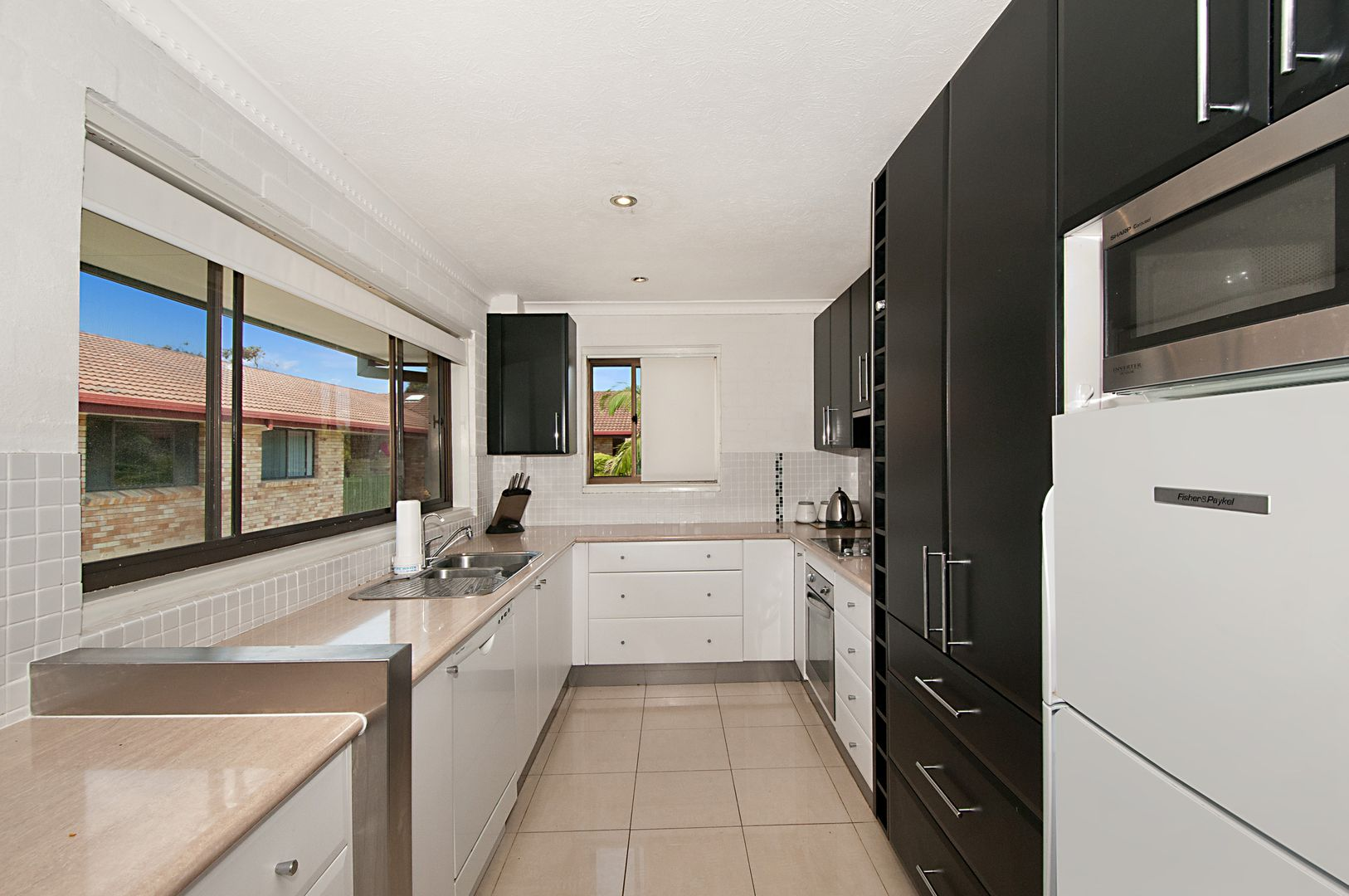 10/55 'James Place' Duet Drive, Mermaid Waters QLD 4218, Image 2