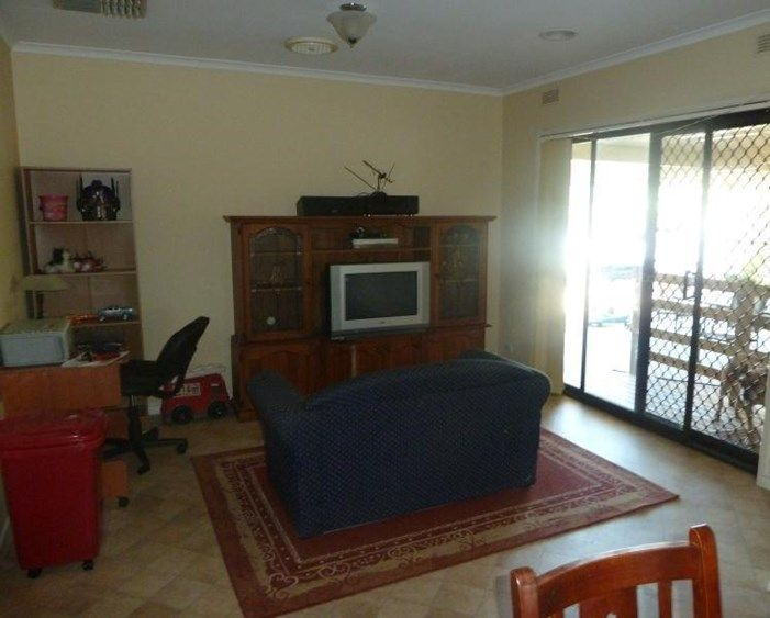 18 Roseland Road, Wodonga VIC 3690, Image 2