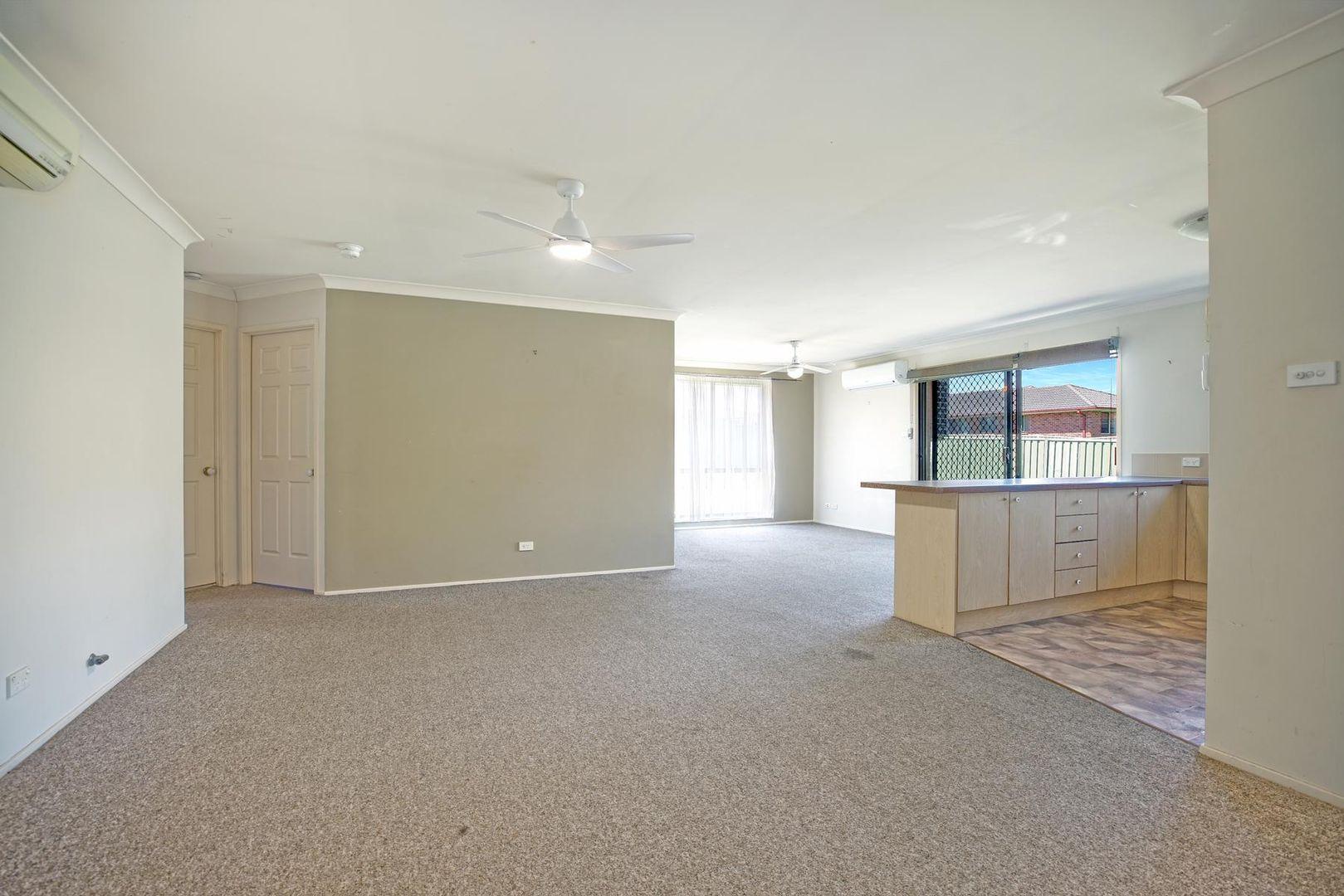 8 Englewood Way, Glenmore Park NSW 2745, Image 2