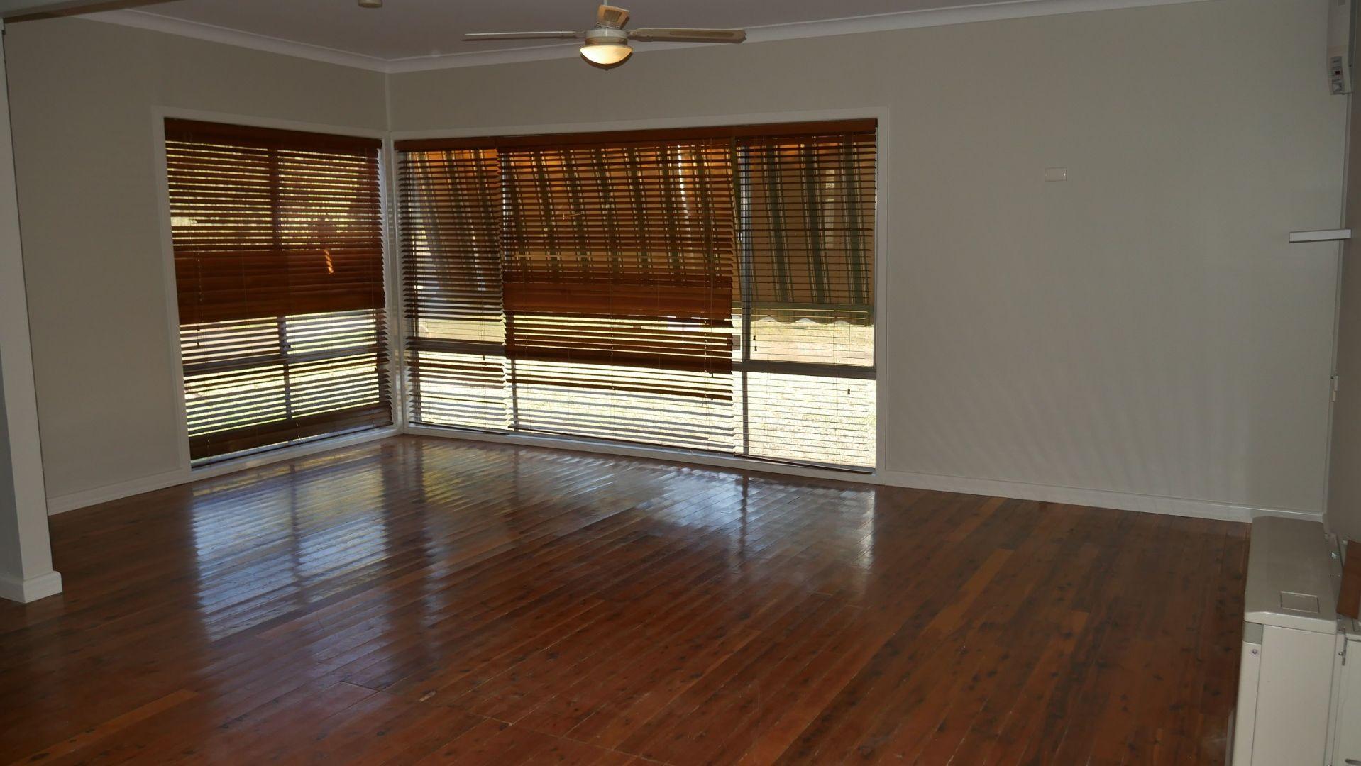10 Canal St, Leeton NSW 2705, Image 1